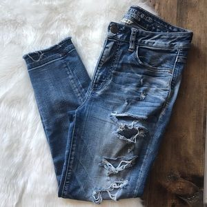 American Eagle distressed crop jeans size 8
